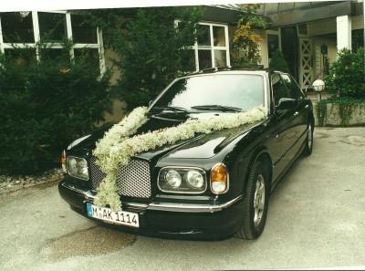 Bentley bei der Hochzeit von Sandra und Josef Müller vor dem Seehaus in München