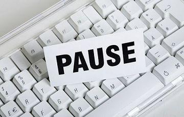 Pausezeichen mit Tastatur