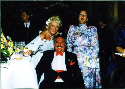 Primaballerina und Sängerin Margot Werner , links, (verstorben) hier mit Josef Im Hintergrund links Josefs Chauffeur, Herr Hoffmann