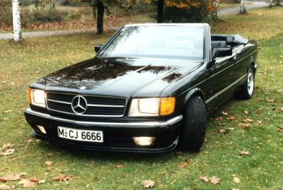 Autos sind für Josef extrem wichtig gewesen. Hier sein Mercedes 500 SEC Cabriolet, eine Sonderanfertigung mit verstärktem Rahmen.