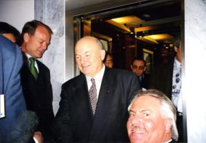 Geschäfte mit Russland: Josef 1998 mit Juri Luschkow (Mitte), dem Oberbürgermeister von Moskau und dem Dt. Botschafter