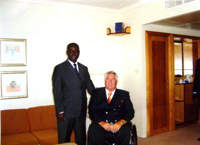 S.E. Präsident Francois Bozize, Staatsoberhaupt vom Zentralafrika, ernennt Josef Müller 2004 in Paris zum Botschafter,