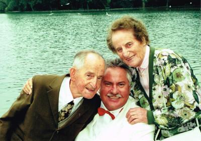 Josef Eltern zu seiner Hochzeit am 1.9. 2000 Am Kleinhesseloher See im Englischen Garten in München