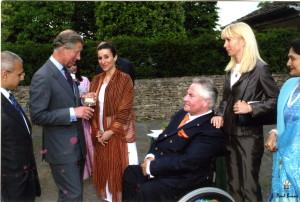 Ein weiterer Empfang bei Prinz Charles auf seinem Landsitz in Highgrove. Hinter Josef steht seine Frau Sandra